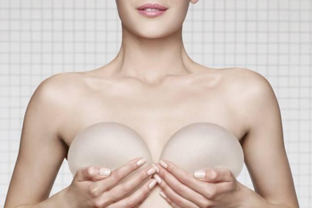 Cirugía estética: Postoperatorio tras el aumento de senos